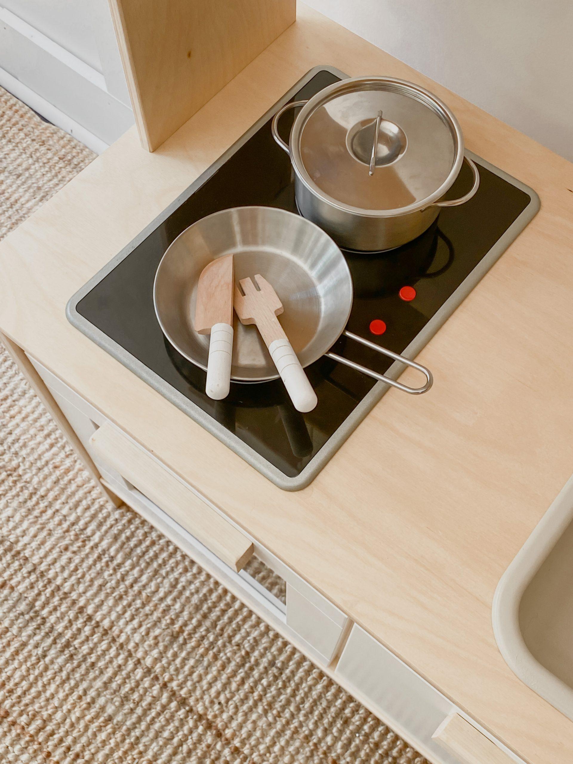 play kitchen cooking set